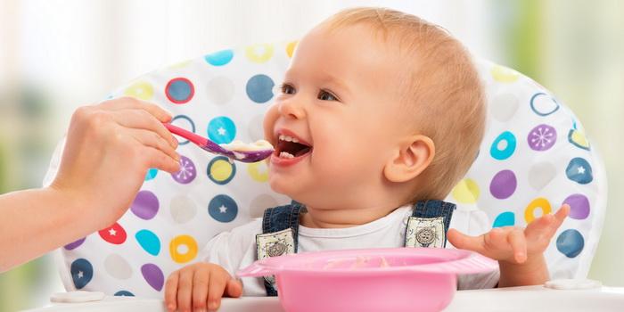 ¿Está preparado tu bebé para comer alimentos sólidos?